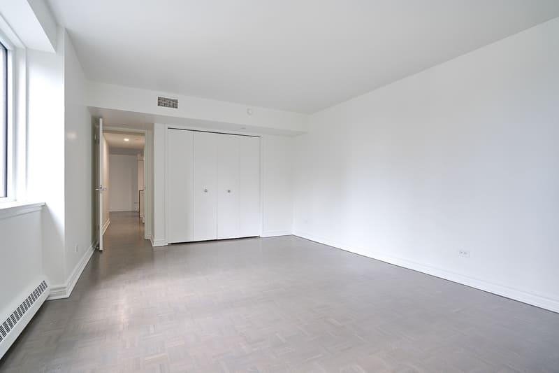 914 bedroom